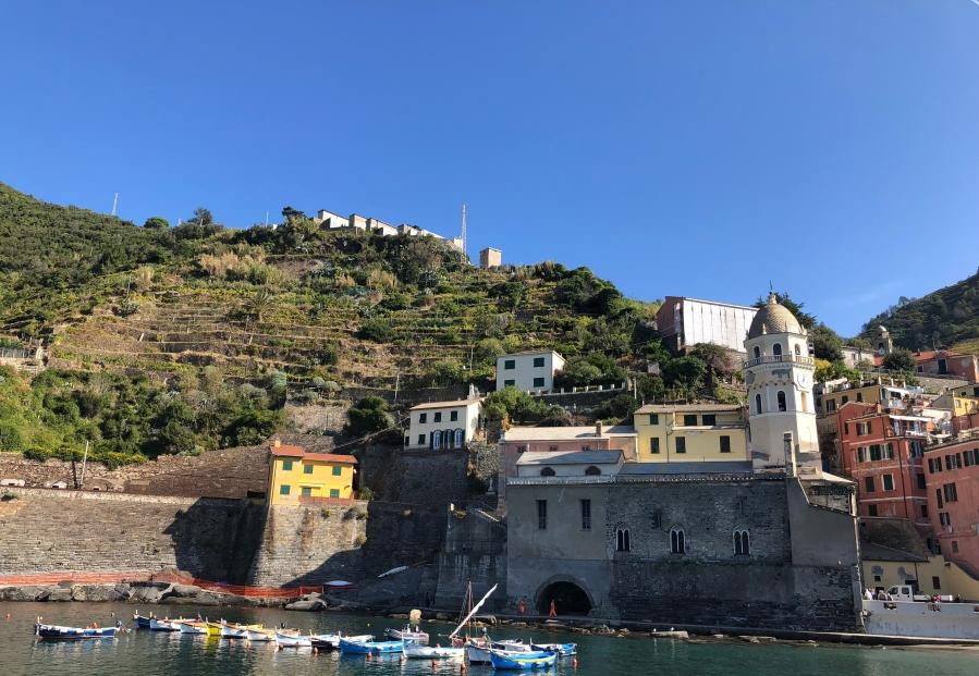 Vernazzo - Cinque Terre, Italy - tennistravelsite.com